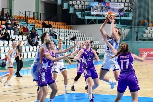 Vo výskoku s loptou Natália Martišková, autorka 17 bodov.