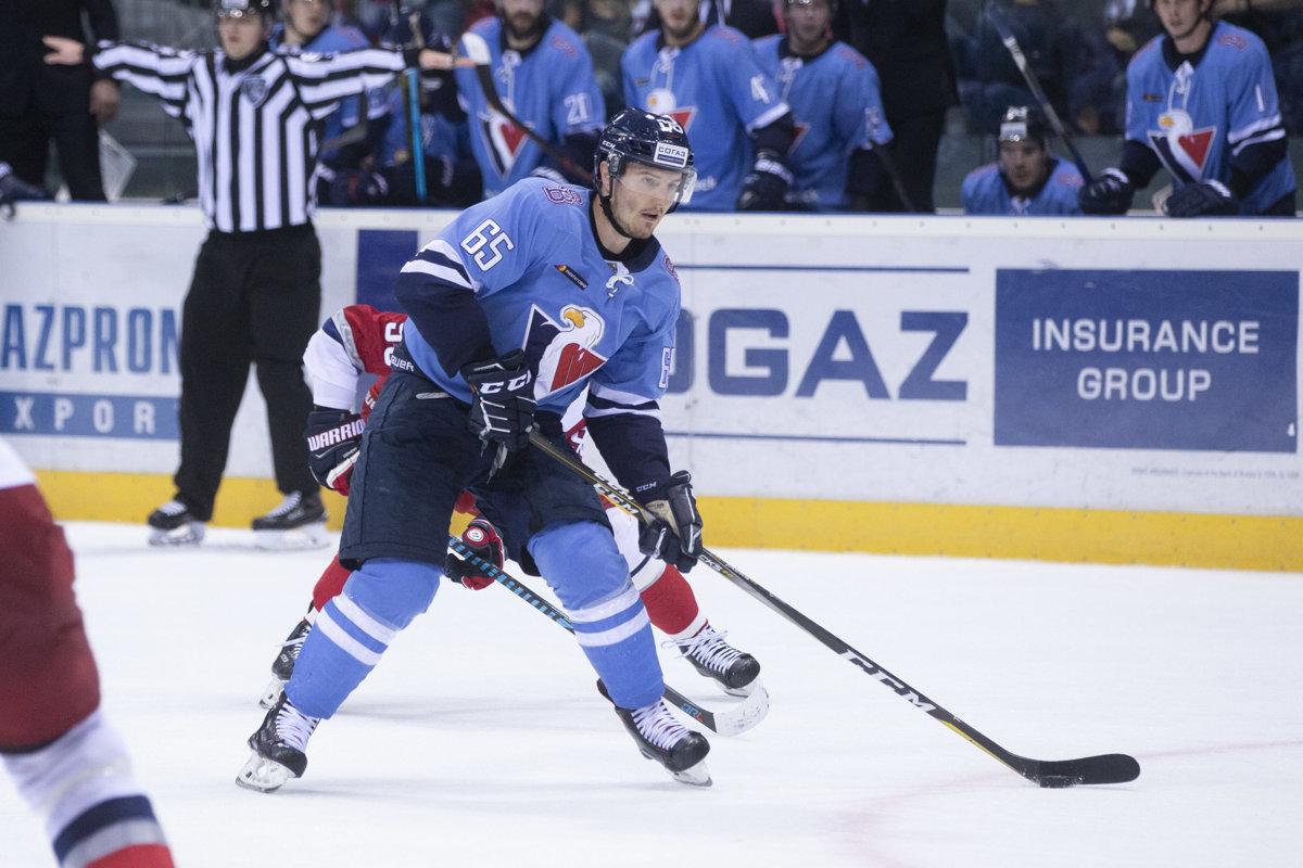 0ef4b5e1470a0 Hokejista Slovana Rudolf Červený na snímke zo sobotňajšieho zápasu proti  Jaroslavľu.