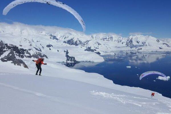 Paraglajdista Juraj Koreň porozpráva zážitky z Antarktídy.