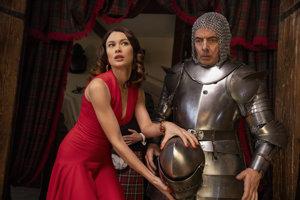 Rowan Atkinson a Olga Kurylenko vo filme Johnny English znovu zasahuje.