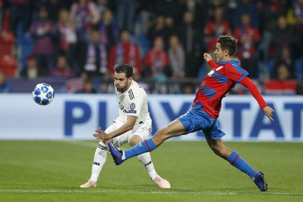 Viktoria Plzeň (vpravo) čelí v zápase roka Realu Madrid.