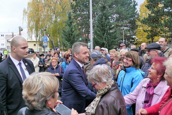 Premiér pred Mestským úradom v Martine.
