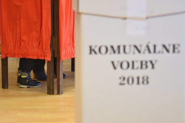 Voliči rozhodujú o nových primátoroch a starostoch.