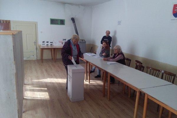 Volebná miestnosť v Zemianskom Vrbovku.