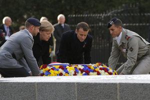Macron a Merkelová si pripomenuli koniec prvej svetovej vojny.