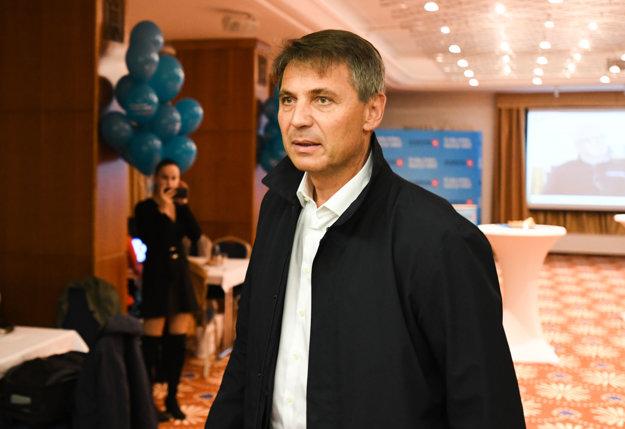 Ivo Nesrovnal vo svojom volebnom štábe.