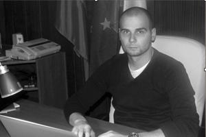 Adrian P. pokračuje vo funkcii starostu.
