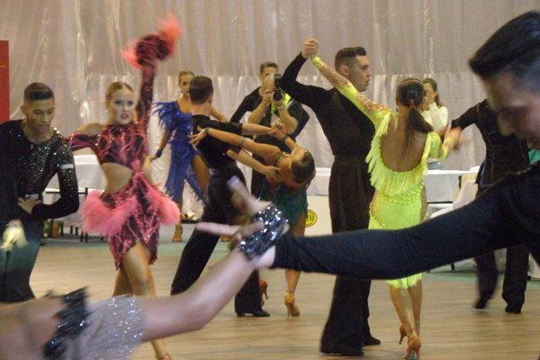 Vo volebný deň sa v Nových Zámkoch aj tancovalo