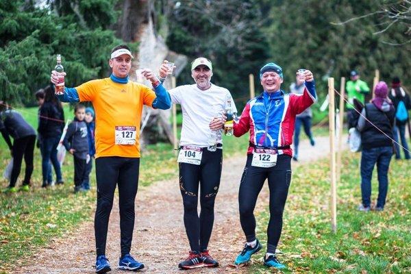 Bežci si v sobotu štrngnú na zdravie.