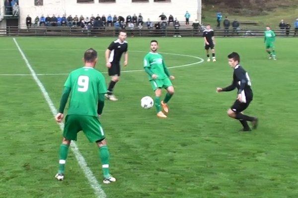 Momentka zo zápasu Vysoká nad Kysucou (v zelenom) – Belá.