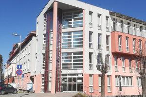 V tejto budove je okrem úradu práce aj jeden z odborov okresného úradu. Zvyšné sú v inej časti mesta.