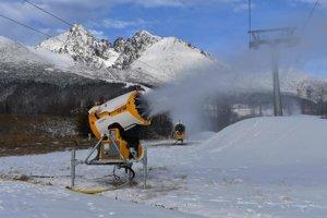 Zasnežovanie v Tatranskej Lomnici.