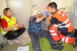 Nešťastie v práčovni. Pracovníčka skončila s ťažkým zranením po úraze pri mangľovaní.