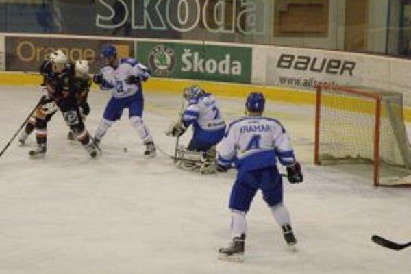 Brankár Popradu Klempa inkasoval od Slovákov v Púchove iba jeden gól.