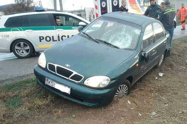Osadníci zbili vodiča auta, ktoré pri Nižnej Myšli narazilo do ľudí