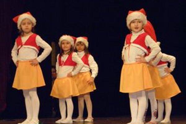 Divákom vyčarili úsmev na tvári aj takéto malé tanečnice.