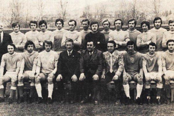 Mužstvo AC Nitra z roku 1974. Fedor Štarke sedí v dolnom rade celkom vpravo.