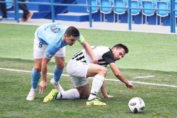 Zo zápasu FC Nitra jun. - Galanta: Marek Fábry a Tomáš Hlavna.