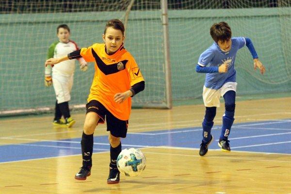 Deti z oblastných klubov si opäť zahrajú v mestskej hale o poháre a trofeje.
