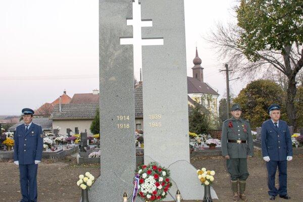 Pomník vznikol pri príležitosti významnej historickej udalosti.