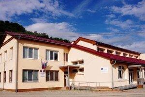 Obecný úrad Valča.