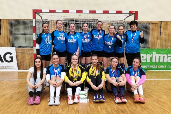 Staršie dorastenky Šale vedú prvú slovenskú ligu a darilo sa im aj na medzinárodnom turnaji v Hodoníne.