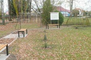 Netradičnú záhradu budujú v areáli Základnej školy v Hronských Kľačanoch.