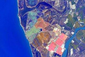 Farebné pobrežie Francúzska.