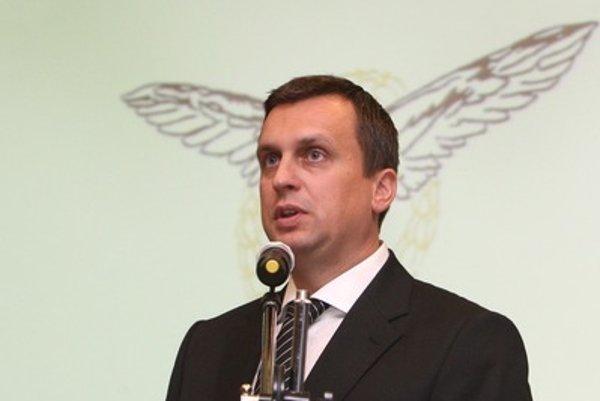 Andrej Danko sa od nástupu do funkcie predsedu SNS snaží stranu prezentovať ako novú. Na volebnú kandidátku však dal viacerých kandidátov, ktorí boli v strane ešte za Jána Slotu.