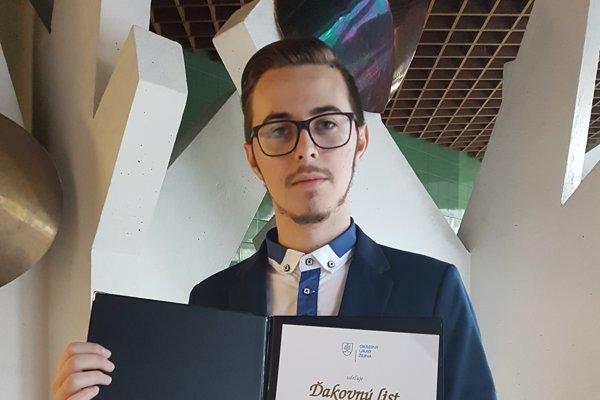 Kristián je žiakom Obchodnej akadémie DMJ vČadci od roku 2015.