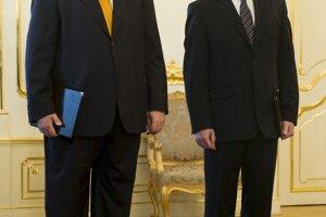 Ivan Gašparovič 26. januára 2009 v Bratislave odvolal ministra zahraničných vecí Jána Kubiša a do novej funkcie vymenoval diplomata Miroslava Lajčáka.