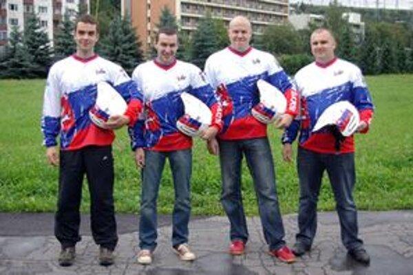 Slováci pred odchodom na Trial národov 2010. Zľava: Matúš Kočner, Vladimír Kothay, Zdeno Osúch a Milan Kollár.