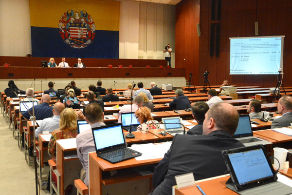 Desiateho decembra zasadne mestské zastupiteľstvo v novom zložení prvý raz.