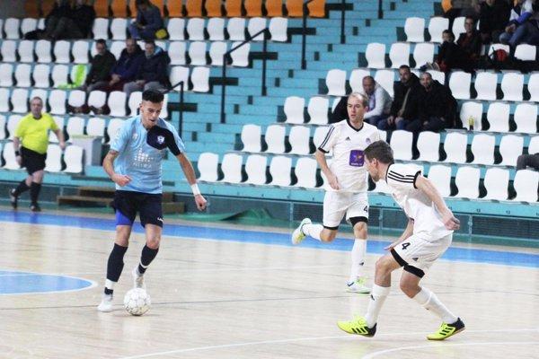Martin Mikula (s loptou) strelil prvý nitriansky gól, keď vyrovnával na 1:1.