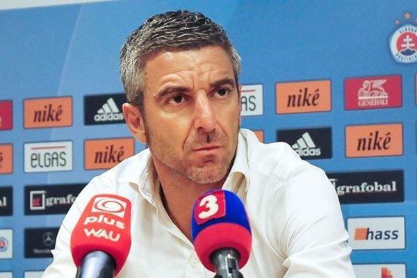 Tréner Slovana Papavasiliou vyzval trénera Ševelu.