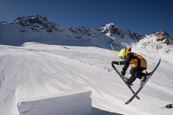 Michael Oravec je veľkým talentom v akrobatickom lyžovaní.