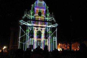 750 svetelných rokov ubehlo na fasáde kostola