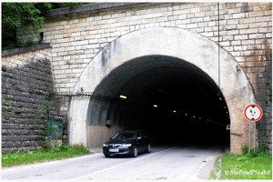V Stratenskom tuneli je svetlo len na jeho konci