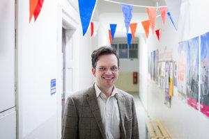 Jozef Tancer prednáša nemeckú literatúru na Katedre germanistiky, nederlandistiky a škandinavistiky Univerzity Komenského. Je predsedom zamestnaneckej časti akademického senátu Filozofickej fakulty a aktívne sa zapája do štrajku univerzitných pedagógov.