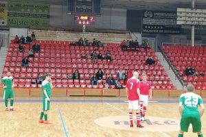 Výkop po zmene strán všportovej hale vPrievidzi mali domáci futsalisti Kanianky.