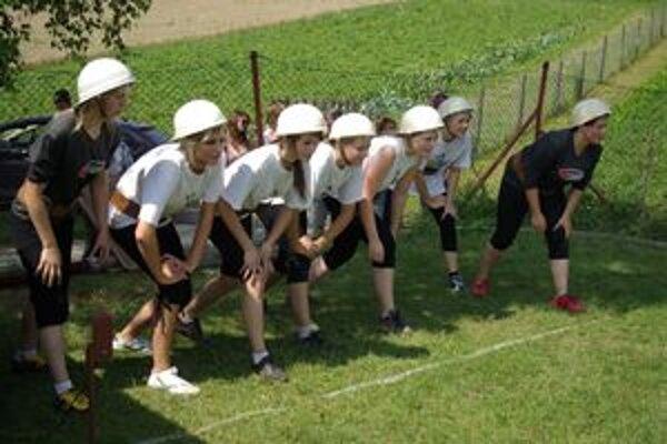 Hasičky Dolného Lieskova začali po rokoch opäť súťažiť.