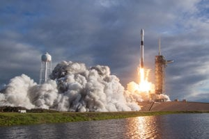Ilustračné foto - štart rakety Falcon 9.