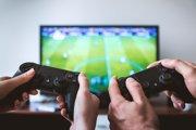 Gaučový multiplayer ešte nezmizol, spolupracovať či biť sa s kamarátmi sa dá stále.