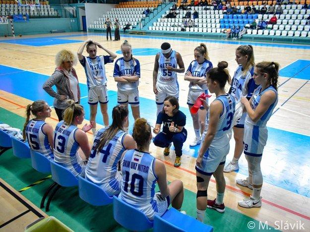 Tím Nitry viedla asistentka trénera Zuzana Babariková.