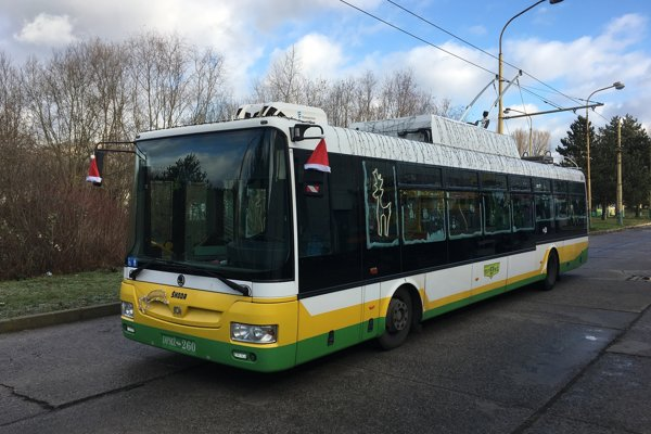 Vianočný trolejbus.