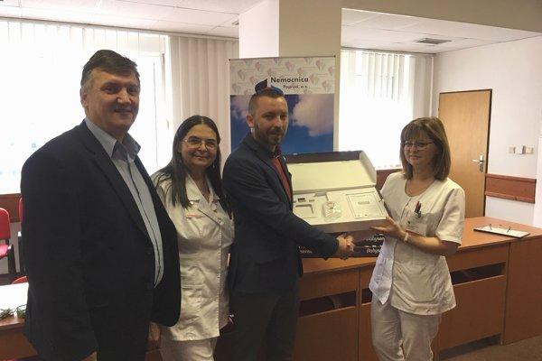 Popradská nemocnica dostala desať monitorov dychu