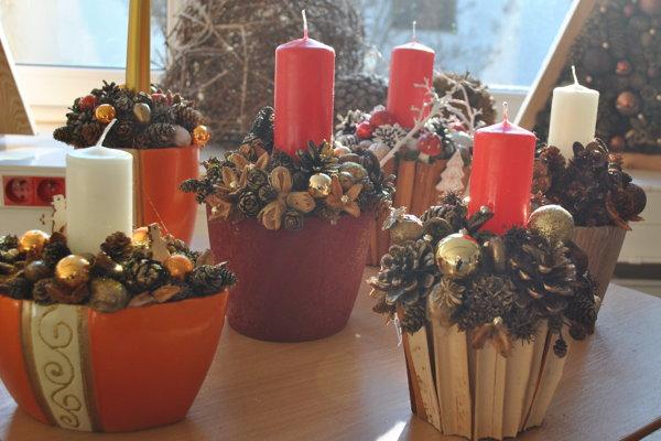 V Botanickej záhrade ručne vyrábajú rôzne vianočné ozdoby.
