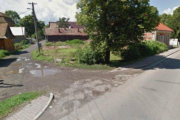 Na hlavnú cestu sa z Okružnej ulice priamo autá už nedostanú.