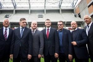 Vladimír Poór s terajším premiérom Petrom Pellegrinim zo Smeru na štadióne v Trnave.
