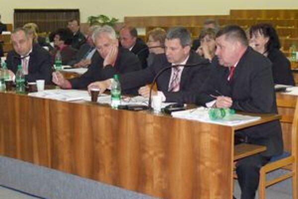Poslanci schválili štatút redakčnej rady. O transformovaní novín na samostatný právny subjekt nerokovali.
